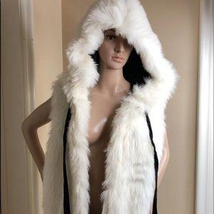 Jackets & Blazers - Sleaveless white faux fur coat